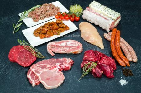 """Assortiment """"Complet"""" 50 personnes. Blanc de poulet, bœuf (mariné, haché, bourguignon), tendron de veau, côte de porc, rôti Porc, farce à tomate, merguez, chipolatas"""