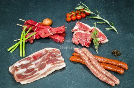 """Assortiment """"L'amical"""" 10 personnes. Brochettes de bœuf, côtelettes d'agneau, poitrine de porc, merguez ou choix de chipolatas"""