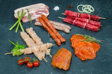 """Assortiment """"Barbecue"""" 30 personnes.  Choix de pavé bœuf, brochettes de bœuf, brochettes de poulet, poitrine de porc, côte de porc, merguez, choix de chipolatas"""
