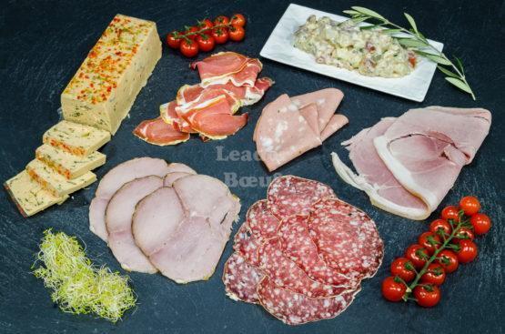 """Assortiment """"Campagnard"""" 8 à 10 personnes. Choix de terrine de poisson, piémontaise, jambon sec, jambon à l'os, rosette, mortadelle, rôti de porc cuit"""