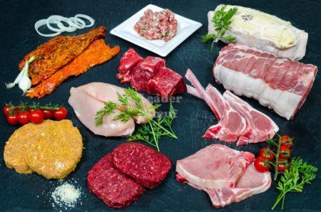 """Assortiment """"Gourmet"""" 50 personnes. Escalope de veau Milanaise, filet de poulet, choix de rôti de dinde, farce à tomate, bifteck échalote, , bifteck haché, choix de rôti et côte de porc, bœuf à bourguignon, côtelettes d'agneau"""