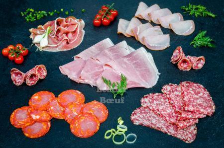 """Assortiment """"Raclette"""" 8-10 personnes. Jambon blanc, jambon sec, rosette, bacon, pavé au poivre"""