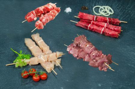 """Assortiment """"Brochettes"""" 20 personnes. Boeuf, agneau, poulet, porc"""